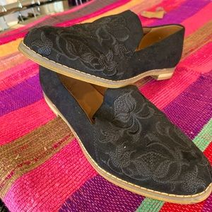 Indigo Rd floral embroidered women's casual flats